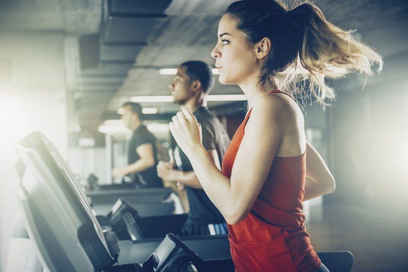Te digo las 5 máquinas que más queman calorías en el gimnasio.